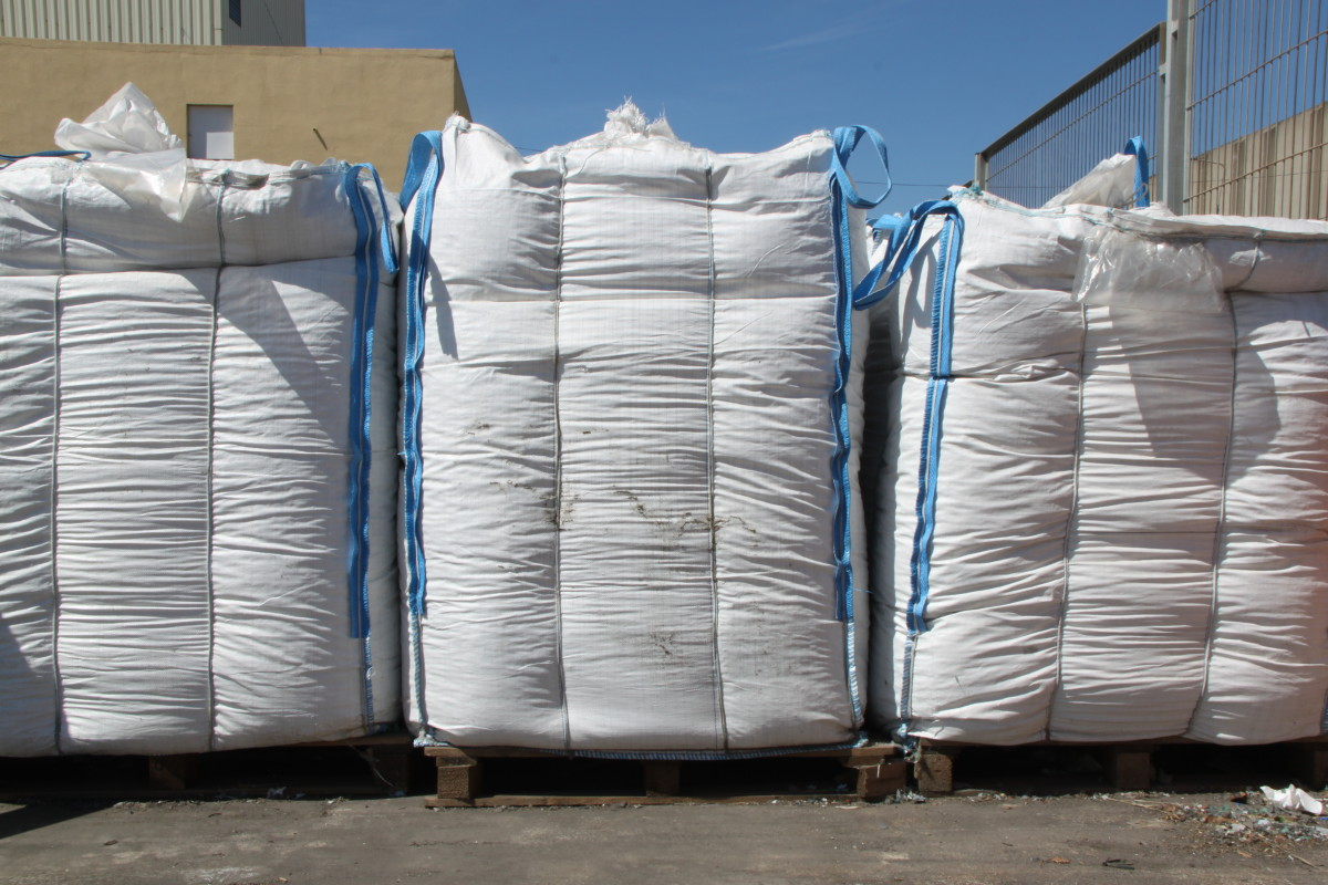 Big bag of ground methacrylate